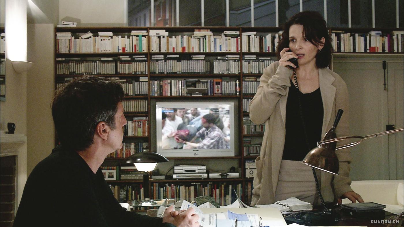 Juliette Binoche gets a call from the library regarding overdue books.