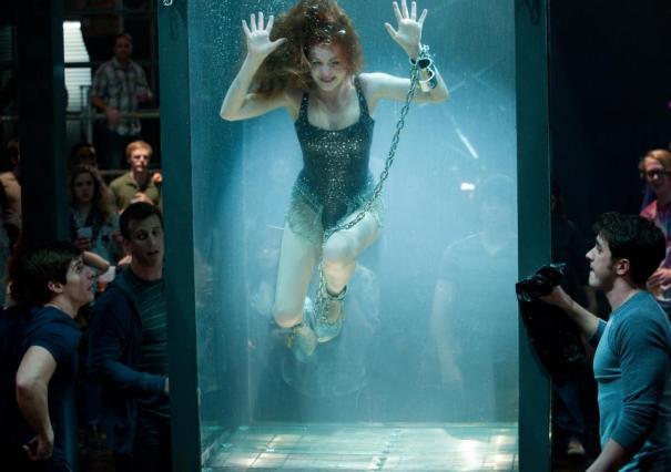 Isla Fisher knows how to make a splash.