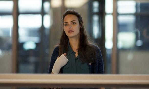 Berenice Bejo awaits the arrival of her ex.
