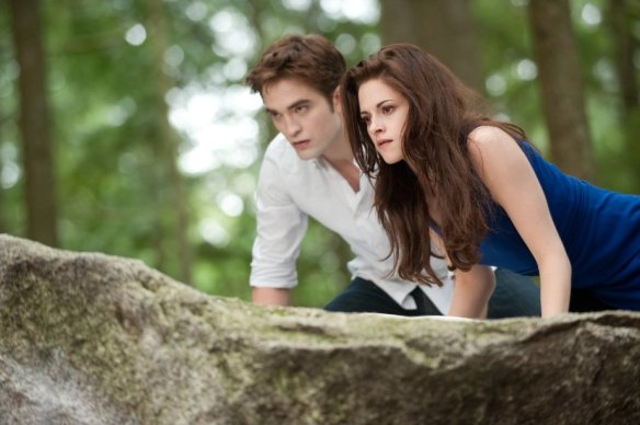Robert Pattinson and Kristen Stewart eavesdrop on their accountants discussing future earnings.