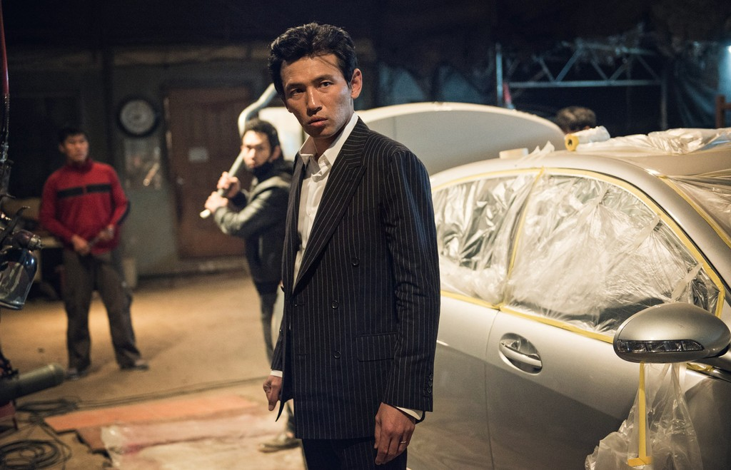 Being a Korean cop film, some serious asskicking is guaranteed to ensue.