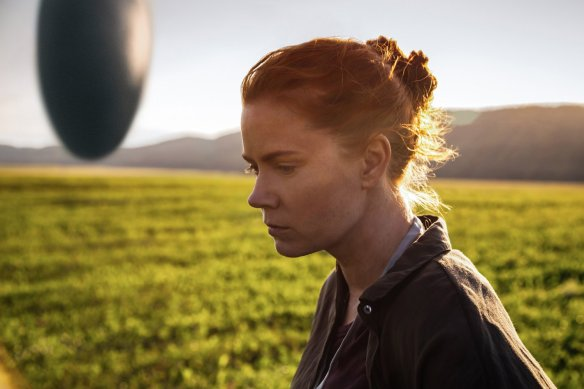Amy Adams contemplates an interplanetary craft.